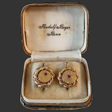 Antique earrings gold with ruby engraved