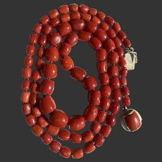 63.9 Gram Antique natural old blood red Aka coral beads coral necklace Gold