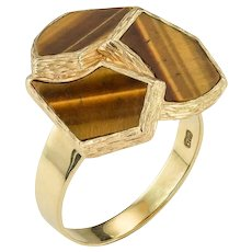 A Stylish Retro 1970'S ring in Tiger's eye and 18ct Yellow Gold.