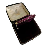 A Lovely Natural Siam Ruby Victorian Bangle in 18ct Yellow Gold (Tested)