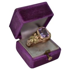 A Gorgeous and Rare Georgian Glove Ring in Amethyst and Bi coloured 18ct (Tested) Gold, Ca 1780