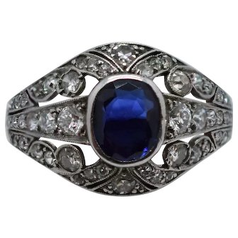 A Gorgeous French Art Deco Diamond and Sapphire Ring in Platinum Ca1920-1935