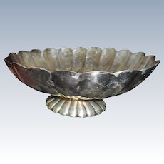 Vintage Reed and Barton heavy silver plate scallope oval bowl