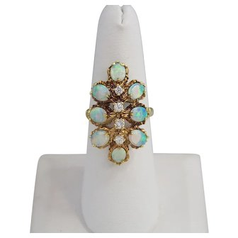 Beautiful Natural Opal Ladies Ring 14k Gold