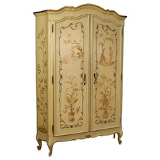 20th Century Venetian Wardrobe In Painted And Gilt Chinoiserie Wood