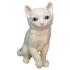 Porcelain Melba Ware Cat Figurine Vintage 20th Century.