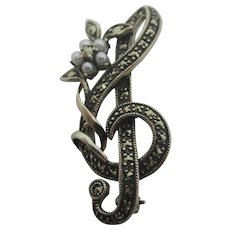 Musical Treble Clef Seed pearl & Sterling Silver Marcasite Brooch Pin Vintage c1980