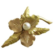 2 Colour 18k Gold Pearl Flower Brooch Pin Vintage c1970.