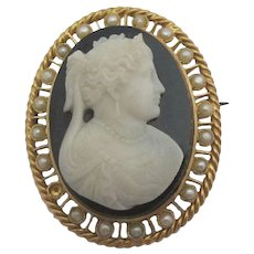 Hardstone Cameo Seed Pearls 18k Gold Brooch Pin Antique Victorian c1860.