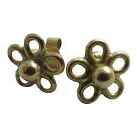 9k gold flower stud earrings Vintage c1980.