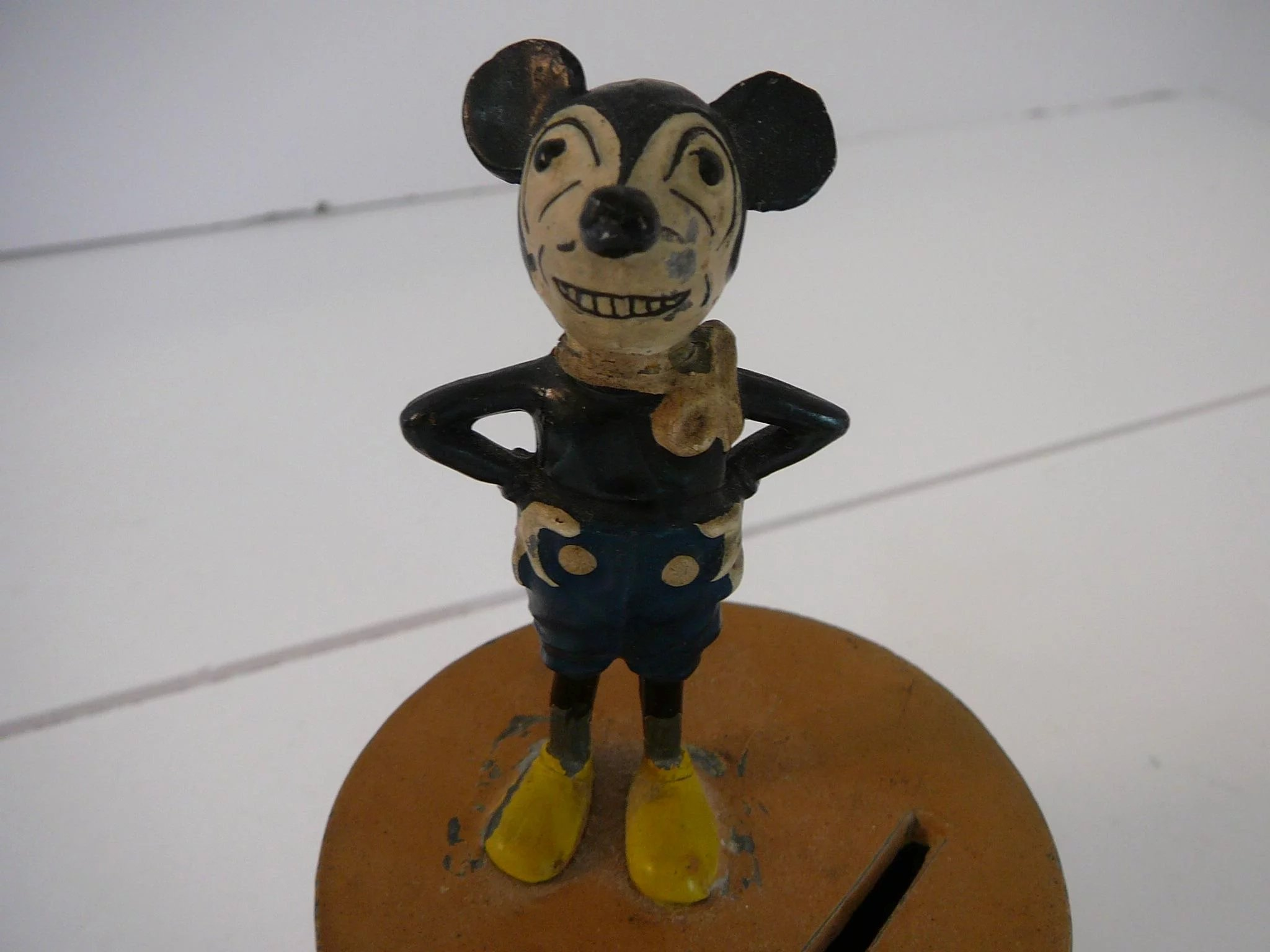 1930 S Deans Rag Mickey Mouse Metal Bank Tiggertiques