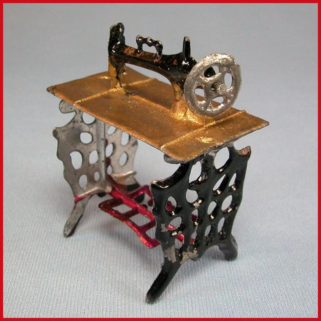 Antiques Collectibles: Antique Dollhouse Painted Soft Metal Sewing Machine And