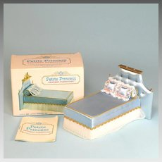"""Petite Princess Little Princess Bed – Blue Satin with Box #4416-4 by Ideal 1964 3/4"""" Scale"""