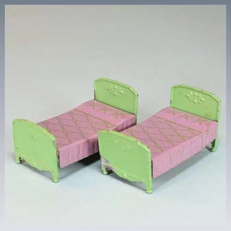"Pair of Tootsie Toy Dollhouse Twin Beds – Green with Lavender Bedspreads 1930s 1/2"" Scale"