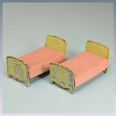 "Pair of Tootsie Toy Dollhouse Twin Beds – Yellow Green with Peach Flocked Bedspreads 1930s 1/2"" Scale"