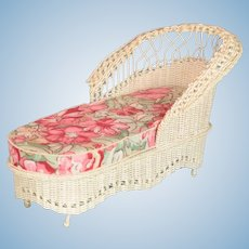 "Vintage Dollhouse Victorian Style White Wicker Chaise Lounge Large 1"" Scale"