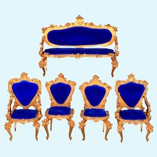 """5 Pc. Spielwaren Dollhouse Gilt Wood Salon Suite Royal Blue by Szalasi 1950s – 1980s Large 1"""" Scale"""