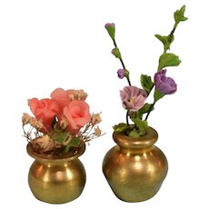 """Two Dollhouse Miniature Flower Arrangements in Brass Vases 1990s Small 1"""" Scale"""