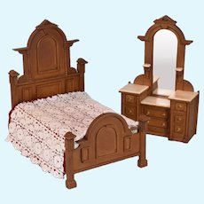 "Dollhouse Victorian Style Bed & Dresser from The Miniature Mart 1974 1"" Scale"