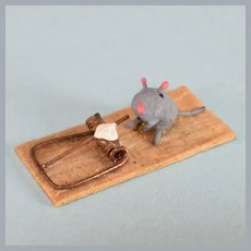 """Vintage Miniature Mouse with Mouse Trap 1"""" Scale"""
