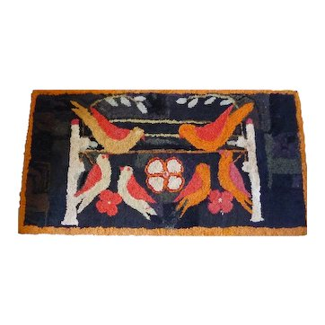 Vibrantly Coloured Birds Hooked Rug, Early 20th c.,