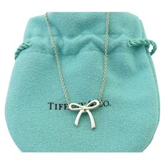 def6a2180 Angela Cummings for Tiffany and Company 18k Leaf Pendant Necklace ...