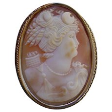 Large Antique 14K Gold Brooch With Shell Cameo.