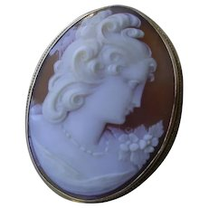 Beautiful Cameo Brooch/Pendant In 14K Gold Frame.