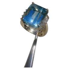 Gorgeous 17.9 Carat Aquamarine Set In 18K Gold Ring w/10 Diamonds