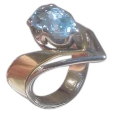 Gorgeous 18K Gold Ring Set w/ 2.7 Carat Pear Shaped Aquamarine