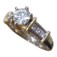 Beautiful Diamond Engagement Ring. 0.80 Carat G. SI1 Center Diamond.