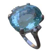 Beautiful 10.8 Carat Aquamarine Set In 14K Gold Ring w/ 4 Diamonds.