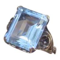 Ladies Gold Ring, 8.85 Carat Emerald Cut Aquamarine.