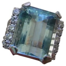 Beautiful 10 Carat Aquamarine Set In 14K Gold Ring w/ 10 Diamonds.