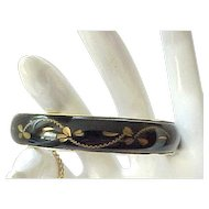06 - Lovely Black Lucite Hinged Bracelet - Carved Decoration - Safety Chain
