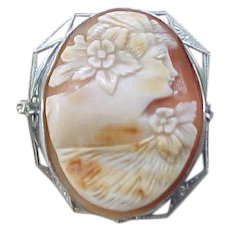 Exceptional Vintage Shell Cameo - Pin/Pendant
