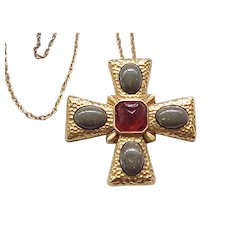 Stunning Maltese Cross Pin/Pendant