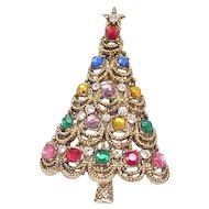 Lovely Hollycraft Christmas Tree Pin