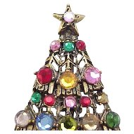 Classic Hollycraft Christmas Tree Pin