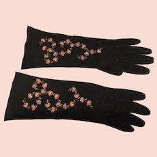 06 - Hand Embroidered Kid Gloves - Paris