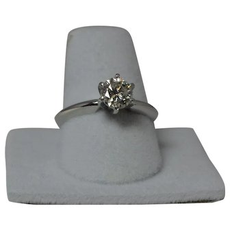 Beautiful 1 Carat Solitaire Engagement Ring in Platinum. Size 7.25