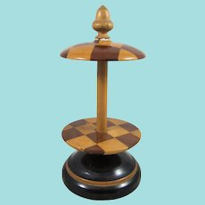 Smart Chequerboard Pattern Table Reel With Acorn Finial