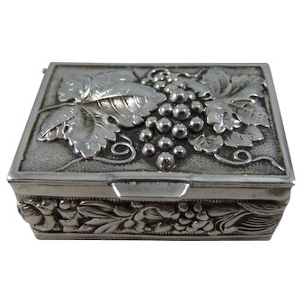 Pretty Vintage Silver-Plated Snuff Box With Raised Grape And Vine Decoration