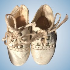 Small size 2 Antique Cream Matthes leather lace up Doll Shoes