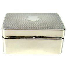 A Good Quality Vintage Sterling Silver Snuff Box, 1925.