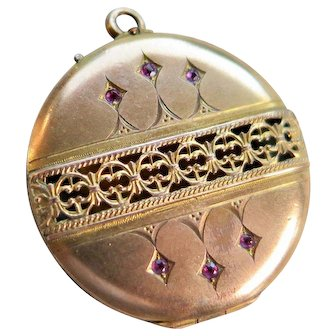 Edwardian Locket Pendant with Rubies and Openwork, Early 1900s