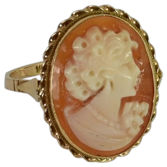 Hand Crafted Shell Cameo Vintage Ring in 14kt