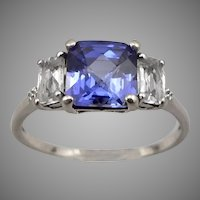 Vintage 10K White GOLD Lab Blue and White SAPPHIRE RING 2.3 Grams Size 8.75