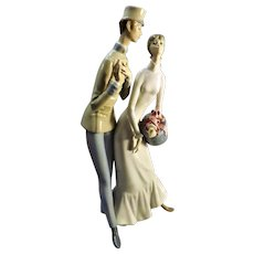 LLADRO Large Couple Figurine - Soldier & Sweetheart
