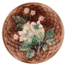19 c Victorian Majolica Pottery Blackberry Basketweave Dinner Plate Earthenware